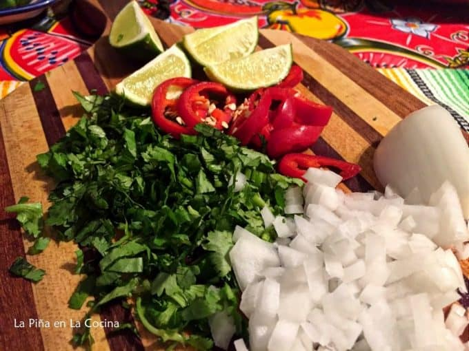 Carne en Su Jugo. Garnishes for beef in a tomatillo broth