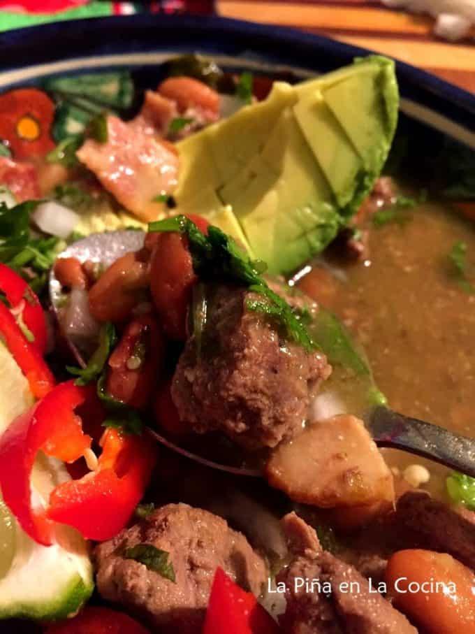 Carne en Su Jugo. Beef in a Tomatillo Broth