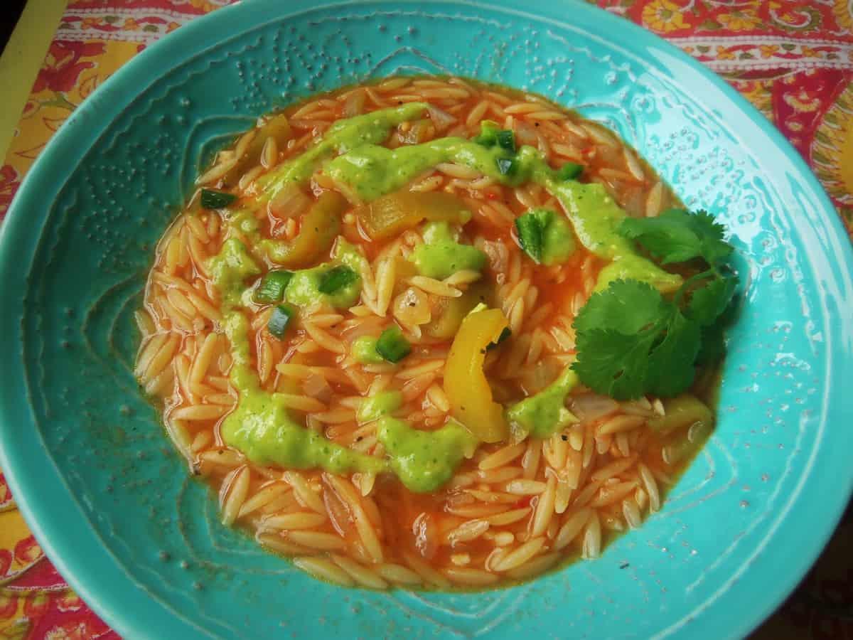 Sopa con Pasta de Orzo