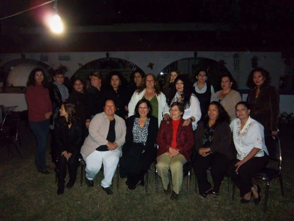 And again, just a few of my female cousins and my Tia Minerva at the reunion