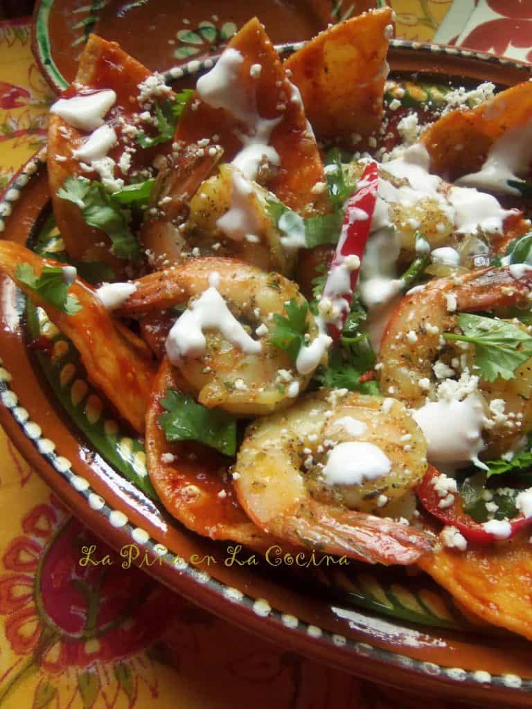 Chilaquiles Rojos Con Camaron~ Zesty Shrimp Chilaquiles | La Piña en ...