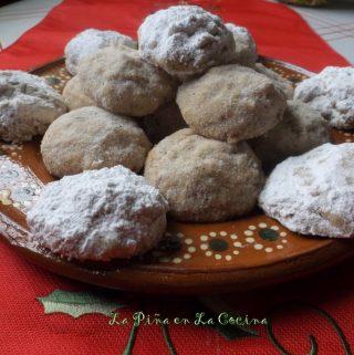 Polvorones con Anis y Canela~Mexican Wedding Cookies