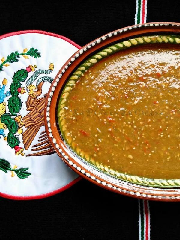Tomatillo Salsa Verde Con Chile de Arbol