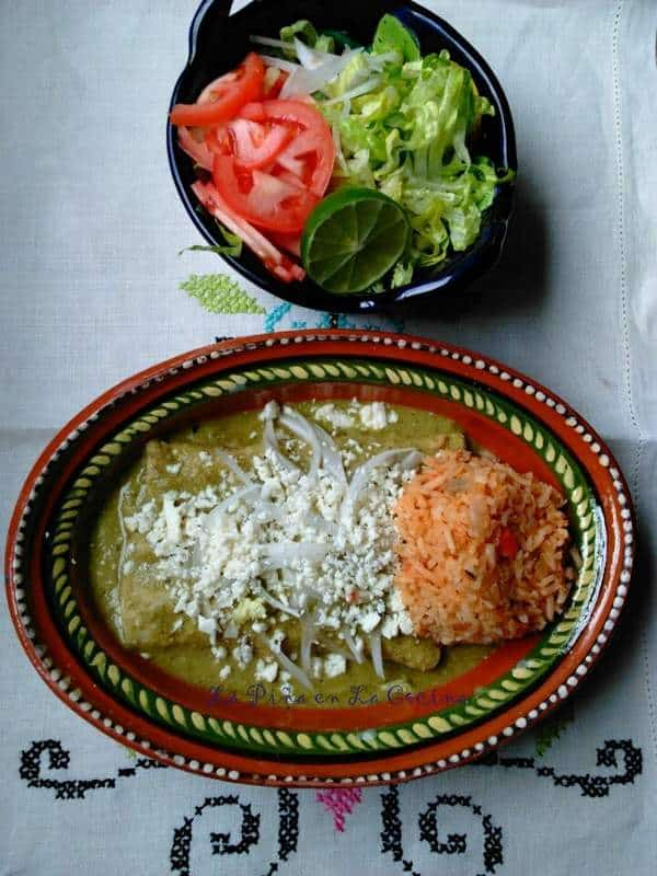 Enchiladas de Pollo en Mole Verde-Enmoladas