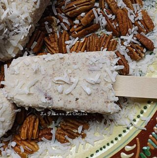 Paletas de Nuez Con Coco~ Homemade Pecan and Coconut Popsicles