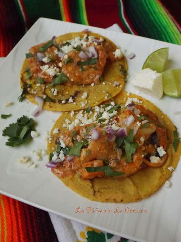 Tacos de Camarones en Crema Chipotle