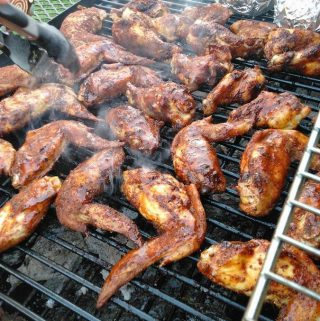 Alitas en Salsa de Tamarindo (Tamarind-Chile Grilled Hot Wings)