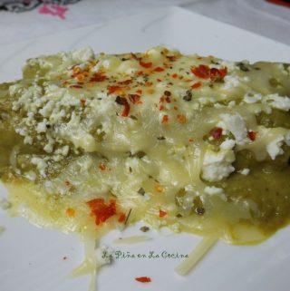 Avocado Salsa Chicken and Spinach Enchiladas (Enchiladas en Salsa de Aguacate)