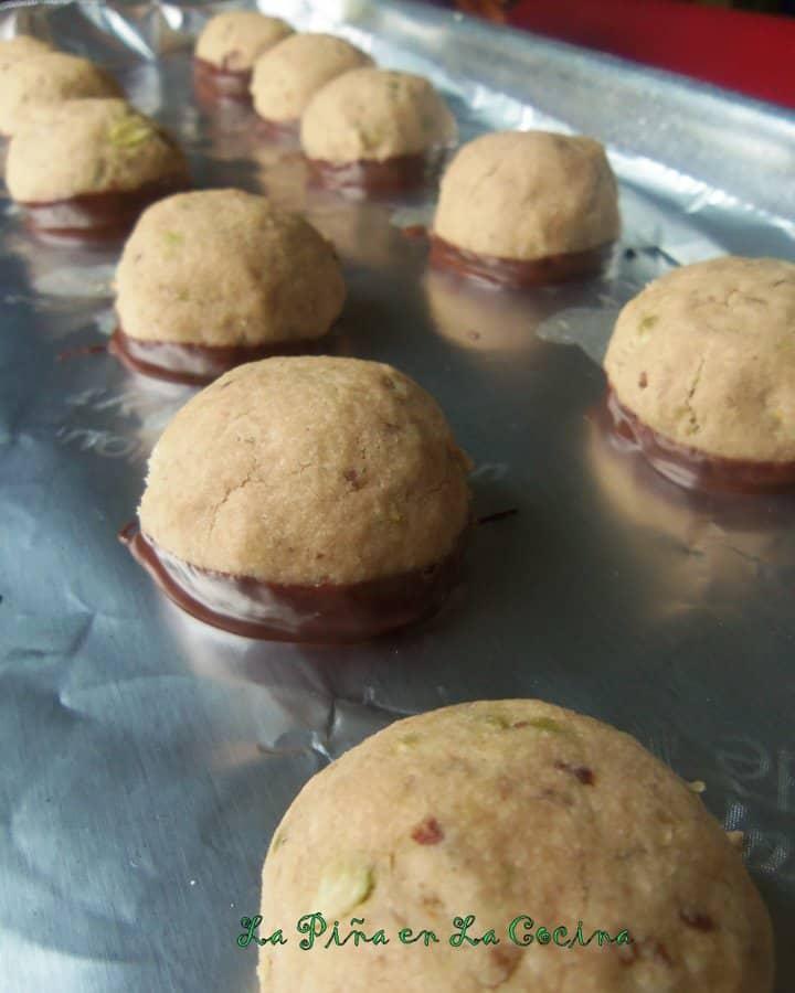 Polvorones de Chocolate (Mexican Wedding Cookies)