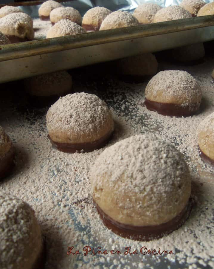 Polvorones de Chocolate(Mexican Wedding Cookies)