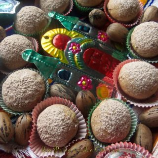 Polvorones de Chocolate (Mexican Wedding Cookies)