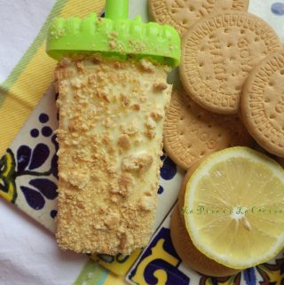 Lemon Paleta with Wafer Cookies and Lemon Slice