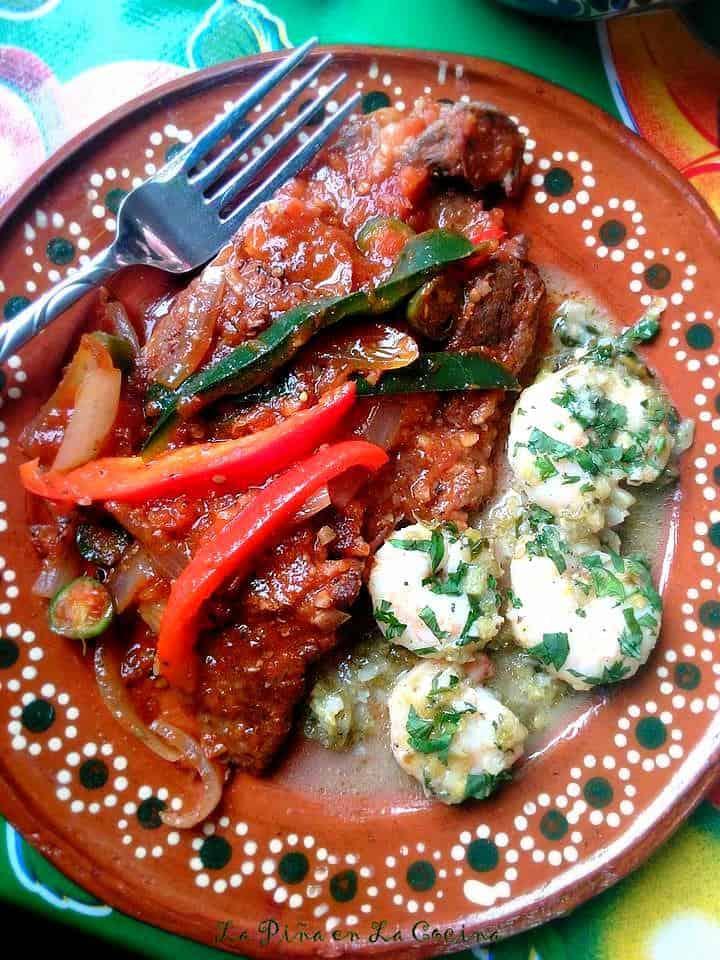 Bistec en Salsa(Chuckt Steaks in a Tomato Salsa)
