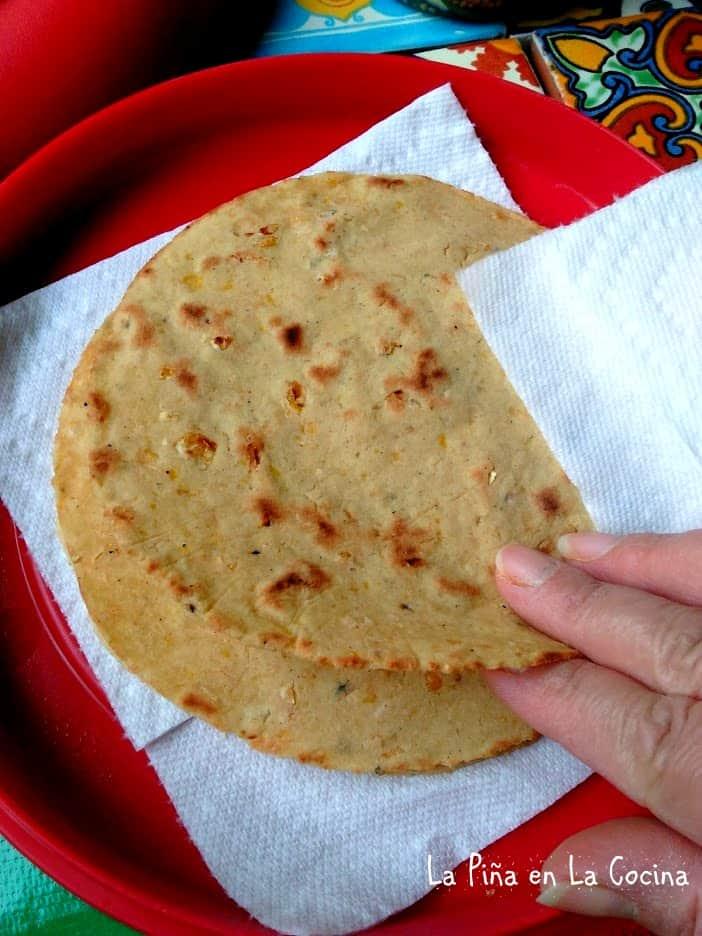 Tortillas De Elote Asado Grilled Corn Tortillas La Pina En La Cocina