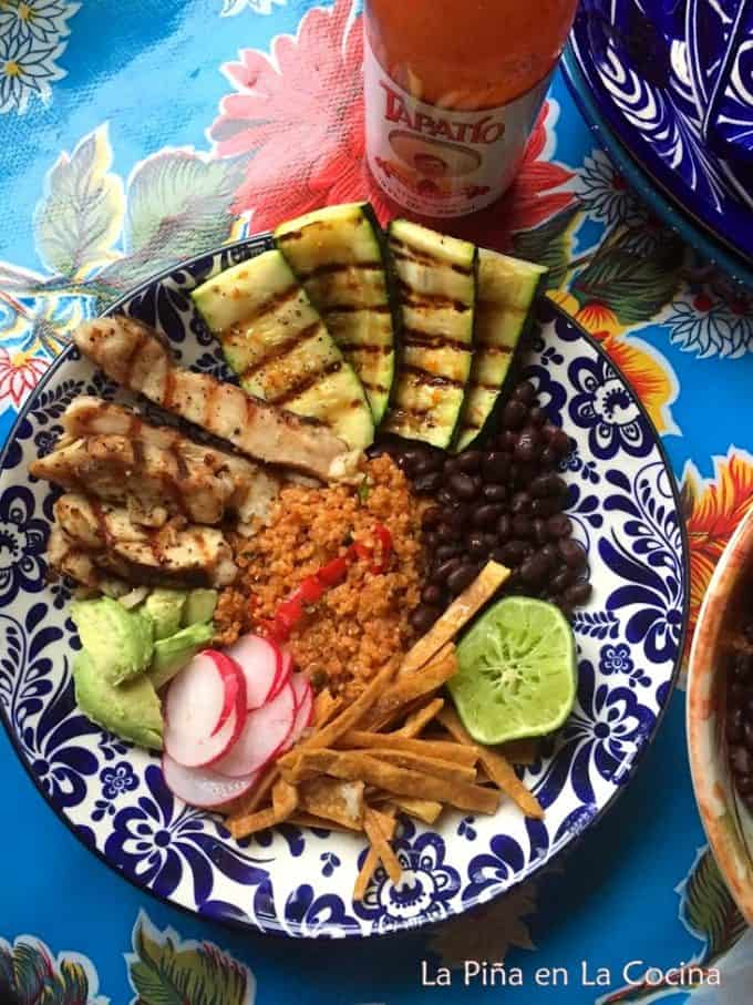 "Mexican style Quinoa ""class ="" wp-image-16095 ""width ="" 591 ""height ="" 788 ""data-lazy-srcset ="" https://pinaenlacocina.com/wp-content/uploads/2020/03/IMG_1474 - 1-680x907.jpg 680w, https://pinaenlacocina.com/wp-content/uploads/2020/03/IMG_1474-1-225x300.jpg 225w, https://pinaenlacocina.com/wp-content/uploads/2020/ 03 / IMG_1474-1.jpg 731w ""data-lazy-sizes ="" (max. Width: 591px) 100vw, 591px ""data-jpibfi-post-excerpt ="" ""data-jpibfi-post-url ="" https://us pinaenlacocina.com/mexican-style-quinoa/ ""data-jpibfi-post-title ="" Mexican-style Quinoa ""data-jpibfi-src ="" https://pinaenlacocina.com/wp-content/uploads/2020/03/IMG_1474 -1-680x907.jpg ""data-lazy-src ="" https://pinaenlacocina.com/wp-content/uploads/2020/03/IMG_1474-1-680x907.jpg ""/> I really enjoy the quinoa bowls. I add my favorite ingredients like beans, grilled vegetables, avocado, radishes, tortilla strips, grilled chicken, lime and hot sauce!<img data-attachment-id="