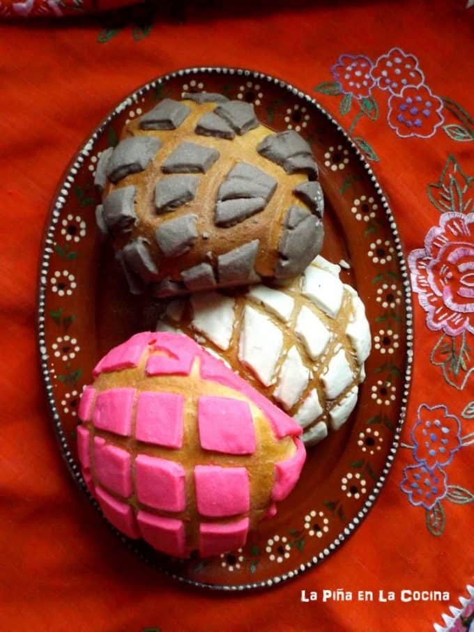 Conchas- Mexican Pan de Dulce(Soft Yeast Bread)