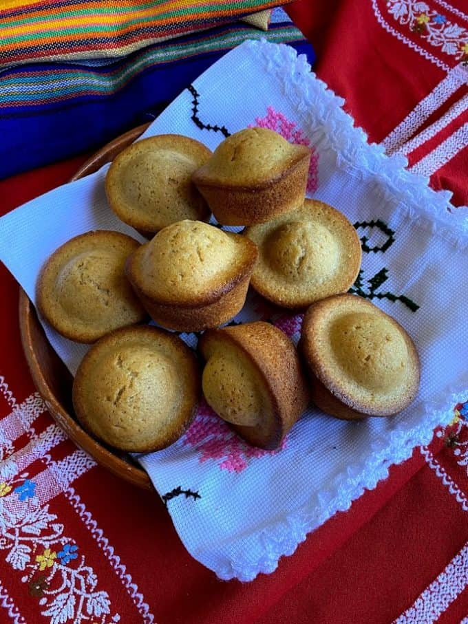 mantecadas on a plate with linen lining